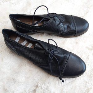 TAOS black leather shoes / oxford flats